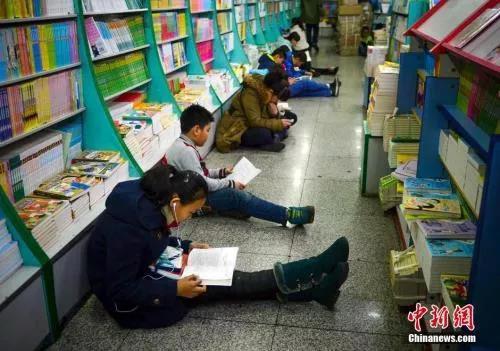 资料图:小优信彩票学生 们正在阅读书籍 刘新 摄