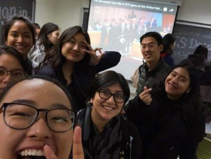 在迎新日上,选择该课程的学生们一起观看了BTS去年9月在联合国大会上的演讲。
