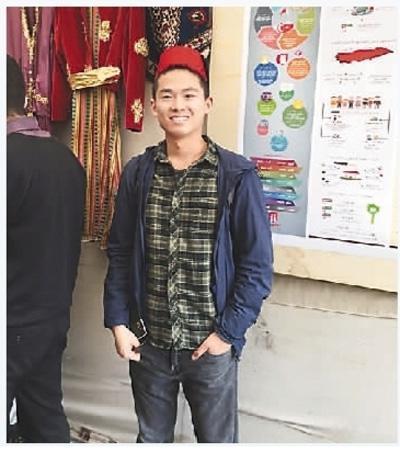 杨盾在约旦留学期间,经常参加各种文化活动。图为他在当地举办的文化节中。