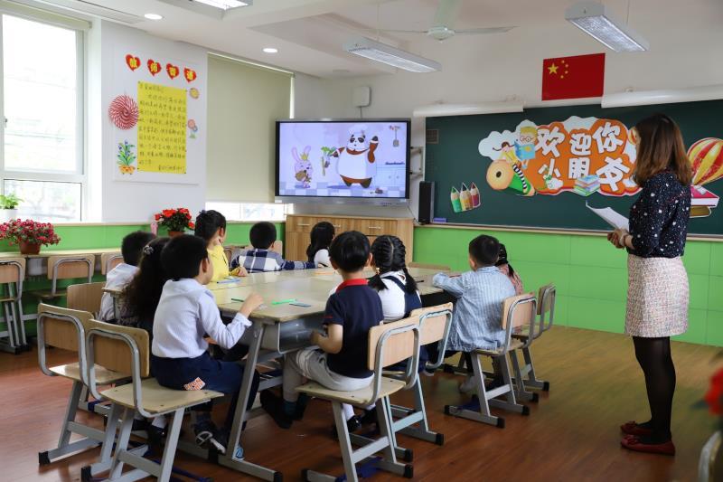 在虹口區民辦宏星小學,今天前來參加面談的孩子在有趣、好玩的活動中完成了一次充滿童趣的快樂活動之旅。