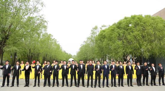 歌剧系学生用浑厚有力、抒情动人的合唱,唱出祖国的温柔和深沉。