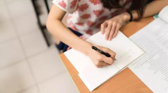 此外第二个改变就是,地理和生物将由原来的综合考试中变为非计分科目。