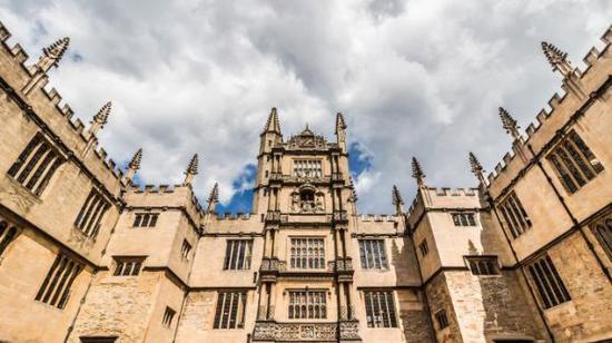星期日泰晤士报:英国精英大学社会融合度不佳
