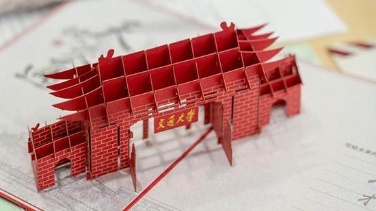 上海交大录取通知书中3D折叠东大门,赚足眼球