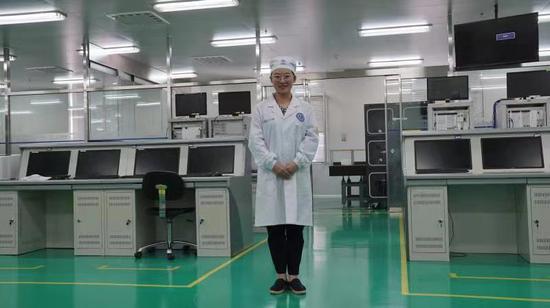 关宏在实验室 曾志强摄