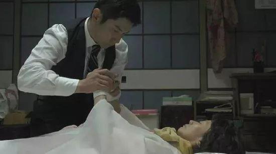 电影《入殓师》片段