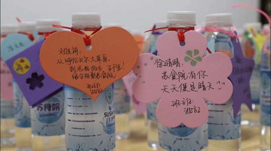 江苏一高校食品学院自制纯净水赠送新生