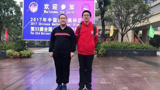 北京师范大学附属实验中学的陈远洲(右)和徐浩轩(左)
