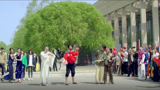 表演系学生扮演中国话剧百年经典人物形象