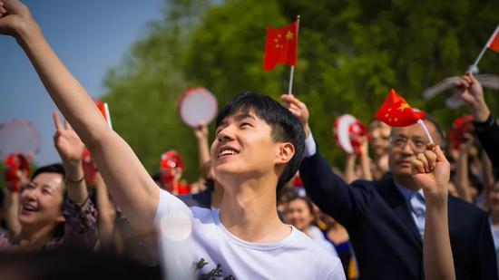 学生代表 易烊千玺、刘昊然