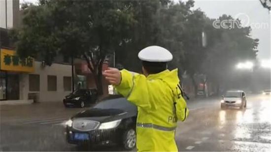 中央气象台:高考期间需防强降雨强对流及高温天气