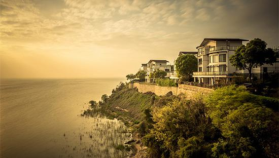 房价高涨 越来越多加拿大人在别墅和度假屋里工作