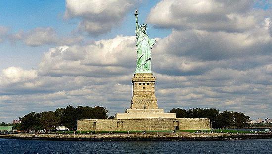 美国纽约,自由女神像。图片来源:视觉中国