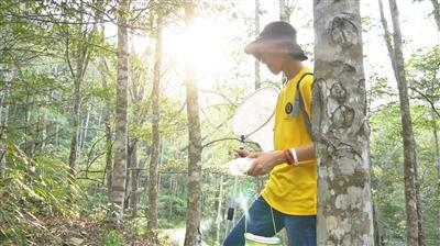 今年10月,宋丞峻跟随导师在野外考察。受访者供图
