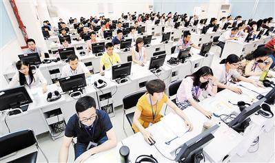 高考评卷。广报全媒体记者王燕摄(资料图)