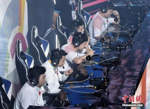 3日,电子竞技运营师和电子竞技员成为官方新职业。资料图:中国电竞队在比赛中。中新社记者 李霈韵 摄