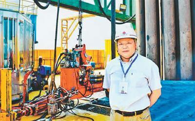 黄大年教授在深地探测项目松科二井现场。来源:《吉林日报》