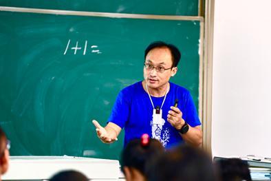 ▲2018年9月19日,苏德超教授在给学生们上课。(图片均由受访者提供)