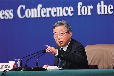 3月16日,梅地亚中心,教育部部长陈宝生在记者会上表示,必须解决幼儿教师工资待遇低问题。新京报记者 侯少卿 摄