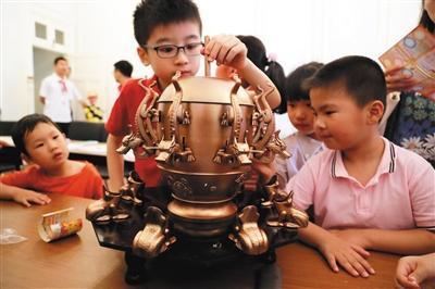 张衡地动仪模型。图/视觉中国