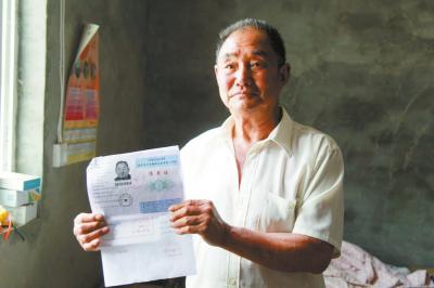 柳玉春已经领到了准考证 本文图片均来自大河网-河南商报