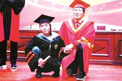 李创业被单独授予毕业证和学位证