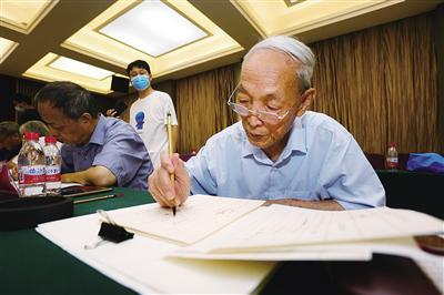 陕西师大老教授坚持14年手书录取