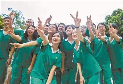 良好的心态和方法有助取得好成绩。图为执信中学上一届高分考生。广州日报全媒体记者庄小龙 摄