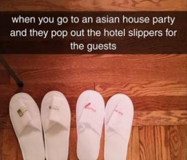 """""""当你参加一个亚洲家庭聚会,他们为客人摆上酒店的拖鞋。"""""""