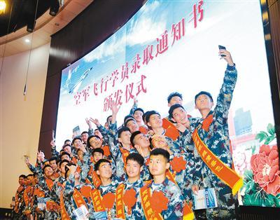 陕西空军招飞开始 30个初选检测站 学生可就近参加