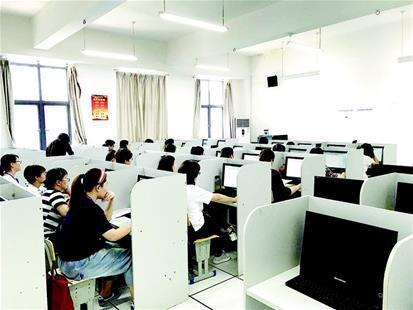 武汉中考网上阅卷:每题至少有两名老师评分