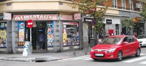 图为马德里市中心的一家华人食品店。(《欧洲时报》/沐泓 摄)