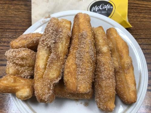 麦当劳近日推出的Donut Sticks,引爆华人网上热议。(美国《世界日报》/胡清扬 摄)