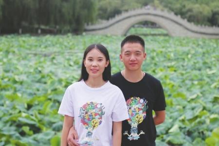 张力霞和吴建。受访者供图