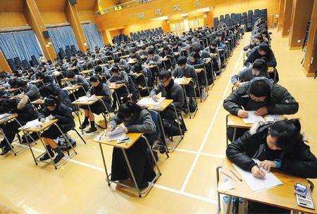 资料图:香港中学生参加考试。图片来源于港媒。