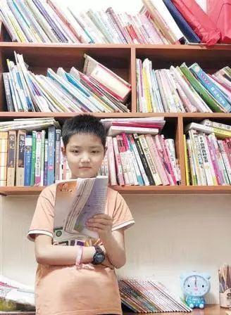 对语文课本提出质疑的五年级学生黄圣凯