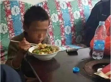 硬核!10岁男孩离家出走24天 烤蛇充饥 采药治病