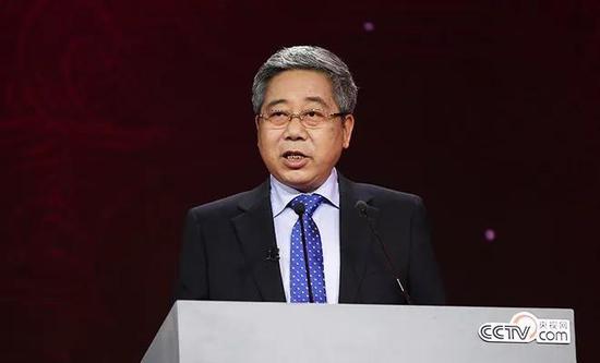 教育部长陈宝生:40年来高考录取人数增27倍