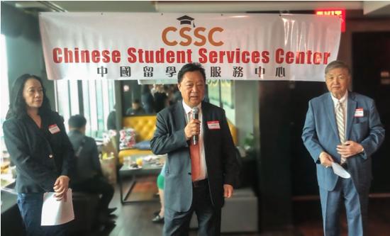 纽约中国留学生服务中心会长林建中日前在美东华社华埠举办的中国留学生中秋联谊会上发言。