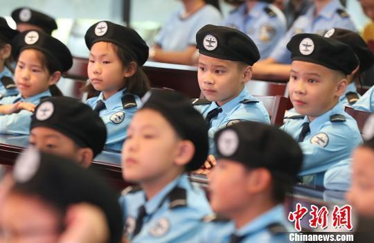 小学员们参加江苏少年警校揭牌仪式。 泱波 摄