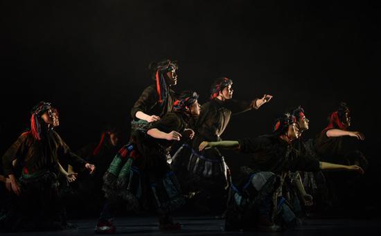 藏族民间舞《圣途》。