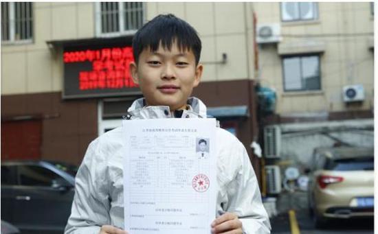 """""""裸跑弟""""11歲通過自考 成史上年齡最小大專畢業生"""