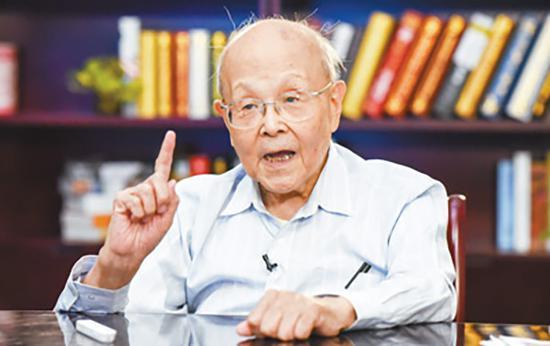 清华最年长授课教师:93岁坚守本科一线教学60多年