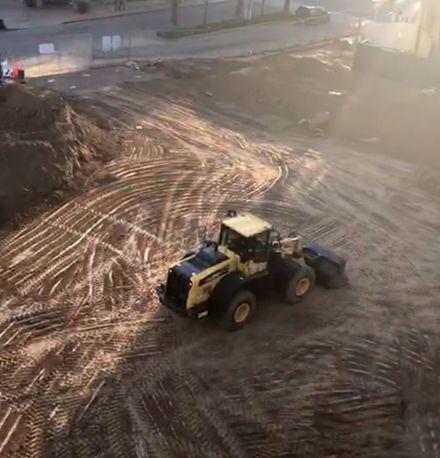 ?2019年2月24日,距离工期结束还剩4个多月,大学公寓项目的地基还没有挖完