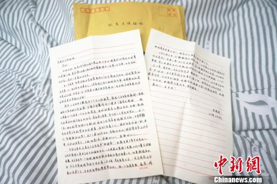 图为患者亲笔写给张莉的感谢信,感人肺腑。 韩章云 摄