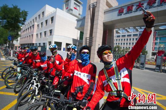 他们从朔州出发,目的地为上海,全程近1600公里,骑行约半个月。 韦亮 摄