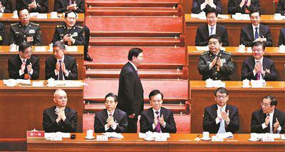 昨天,张德江向大会作全国人大常委会工作报告 摄影/本报记者 郝羿