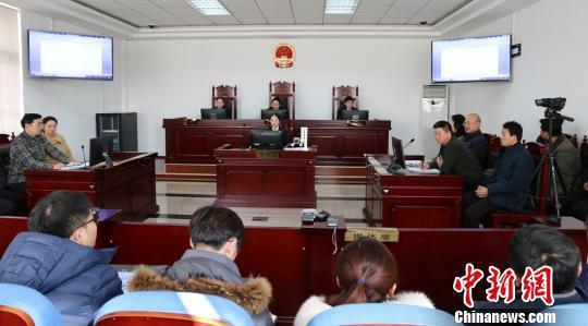 庭审现场。 朱志庚 摄