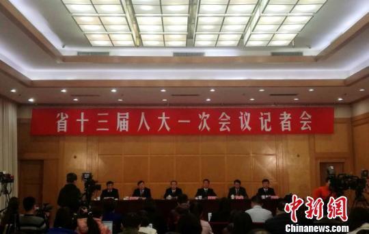 28日,河南省十三届人大一次会议召开第二次记者会,图为记者会现场。刘鹏 摄