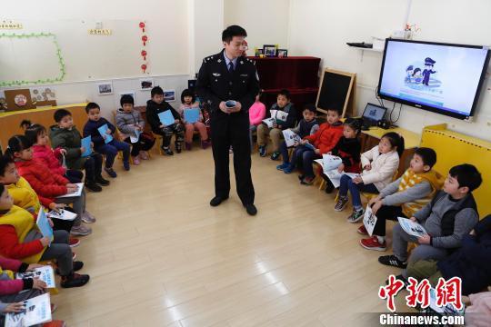 上海全面推进校园公共安全教育 覆盖幼龄儿童